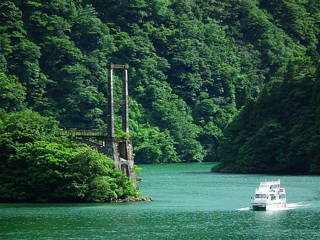 庄川峡の遊覧船