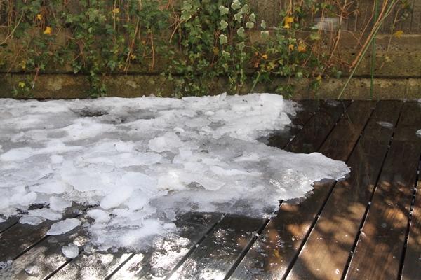 IMG_8041ウッドデッキの雪