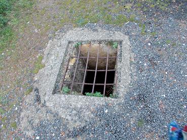 トンネルの穴の上
