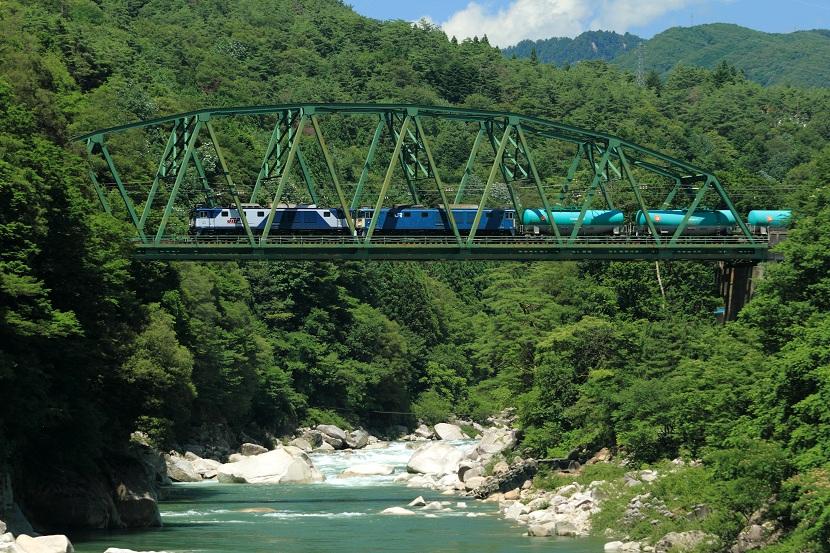 木曽川に架かる橋梁のなかで一番立派な橋だと思う