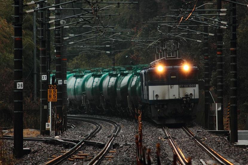 雨の日の鉄道風景もそれなりに情緒ってぇもんがあるんだぜ!
