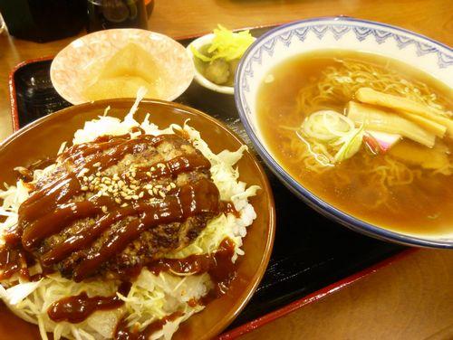 ハンバーグ丼・ラーメンセット