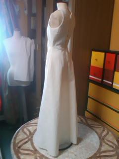 バストにラインを入れたドレス3。