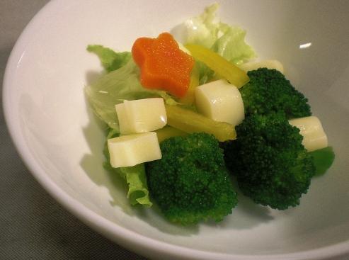 ブロッコリーとボーノチーズのサラダ