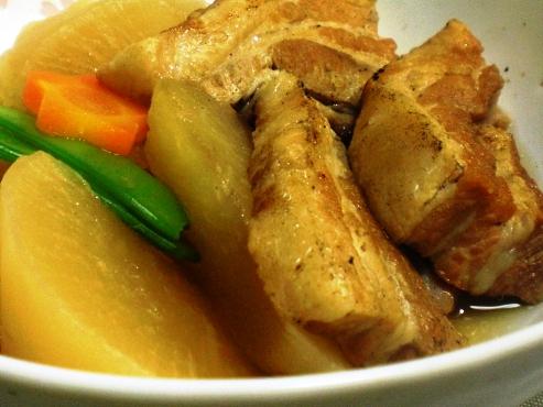 豚バラ肉と大根の炊いたん(B)