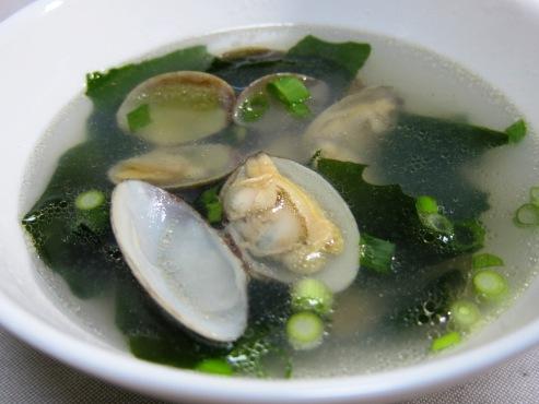 あさりとワカメのスープ