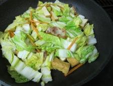 白菜と厚揚げの炒めフライパン①