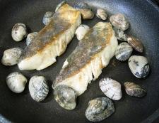 白身魚のあさりバターソース フライパン③