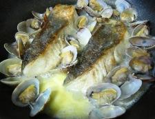 白身魚のあさりバターソース フライパン④