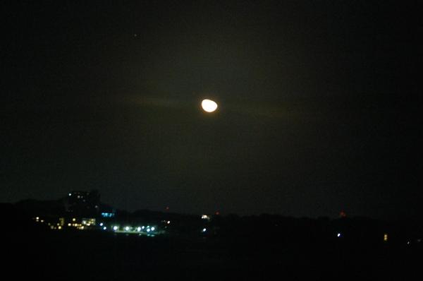 む~ん。。。月だけに。