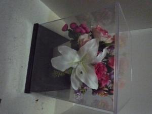 ケース入りの花1