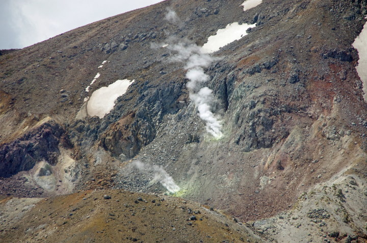 一切経山の噴気口