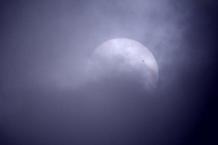 雲間の金星日面経過