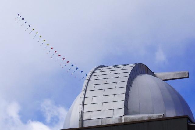 ドームと連凧