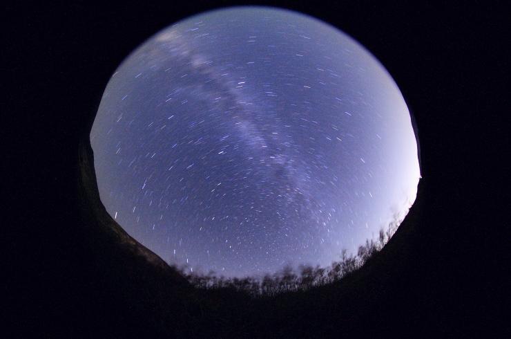 晩夏、北天を巡る星々