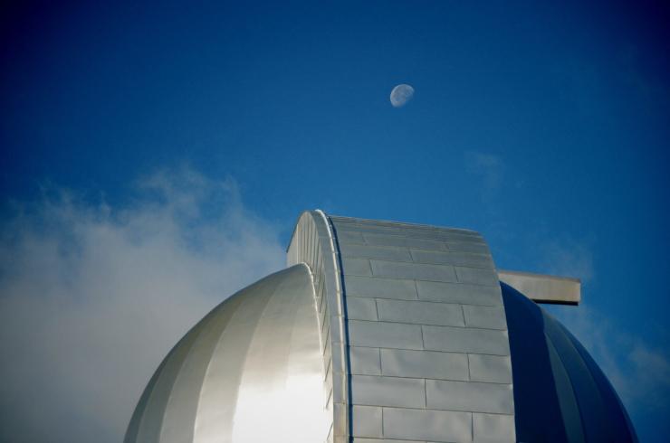 月とドーム