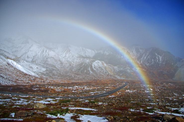 スカイラインを跨ぐ虹。