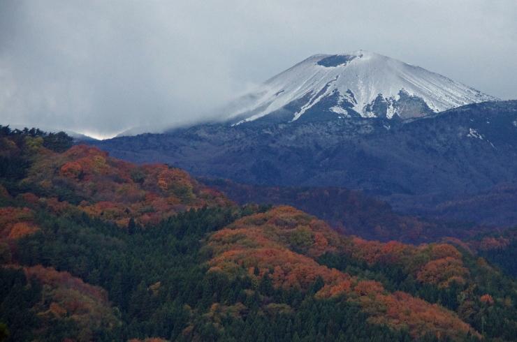 吾妻小富士と裾野の紅葉