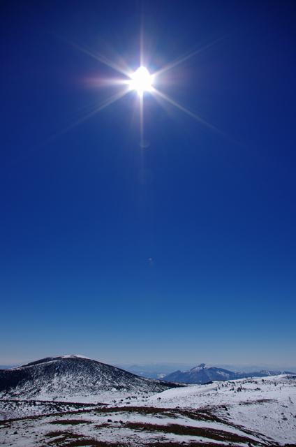 東吾妻山と磐梯山、太陽
