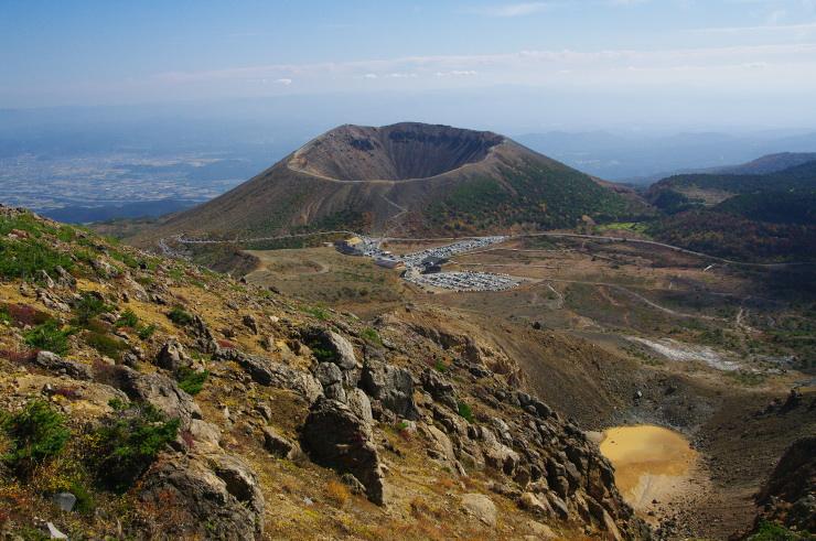 一切経山 直登コース上部より望む