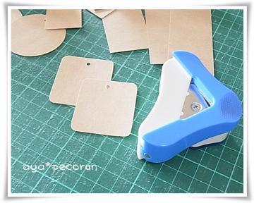 クラフト紙でタグ作り かどまる