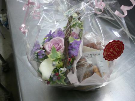 お花とお菓子のギフト