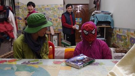 スパイダーマンの少女