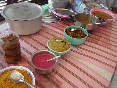 ずらっと並ぶ南インド料理