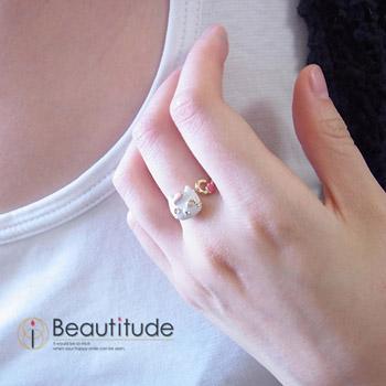 どや顔ネコとおさかなの指輪[白猫ソラ]装着写真