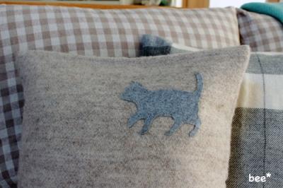 猫型のフェルとシート
