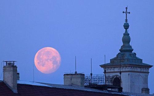 full-moon-ng.jpg