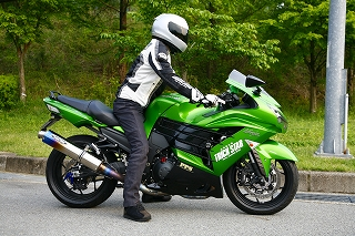 s-ZX-14R足つき