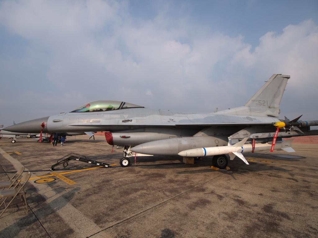 F-16C? MZD9-18 E-PL1S ISO100 SS1/1000