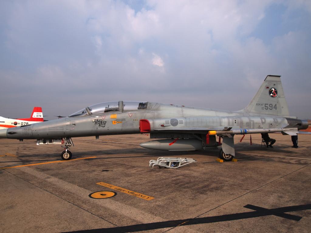 F-5E? MZD9-18 E-PL1S ISO100 SS1/1000