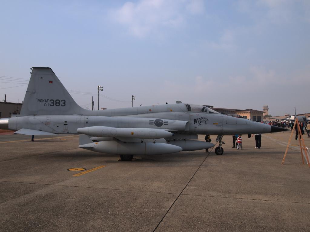 F-5E MZD9-18EDF4-5.6 E-PL1s ISO100 SS1/1000