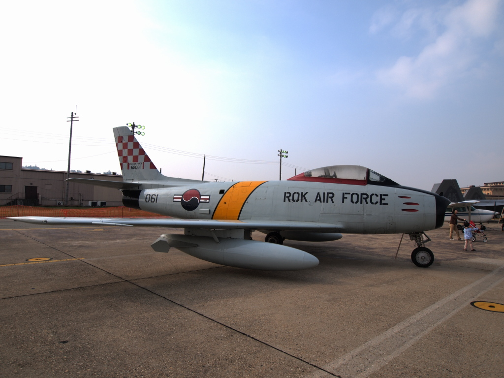 F-86 MZD9-18EDF4-5.6 E-PL1s ISO100 SS1/1000