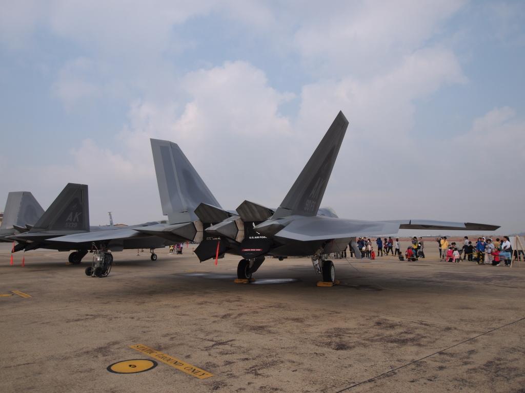 F-22 MZD9-18EDF4-5.6 E-PL1s ISO100 SS1/1000