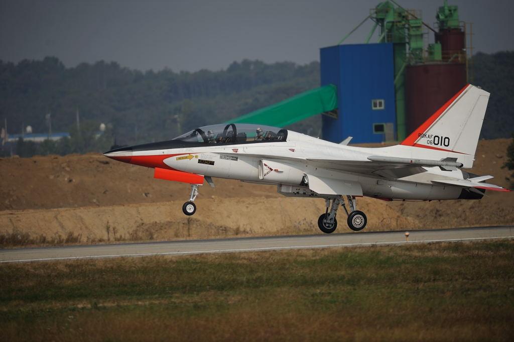 次期練習機 AF-S500F4GVR D3 ISO200 SS1/2000 手持ち