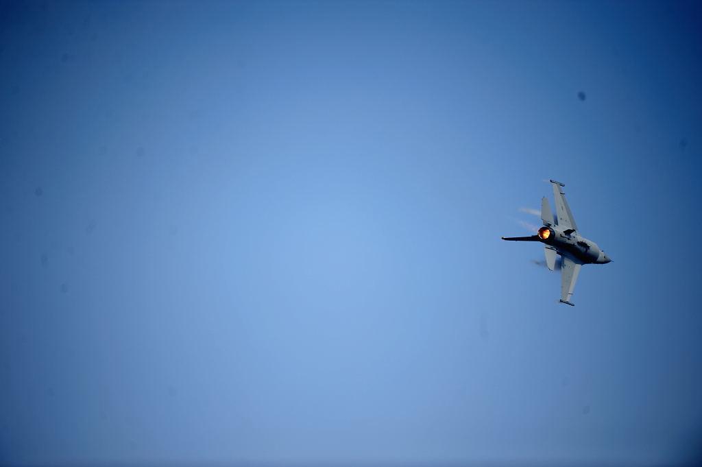 F-16C AF-S500F4GVR D3 ISO200 SS1/2000 手持ち
