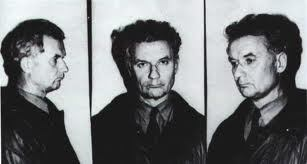 逮捕され写真にとられるチカティロ