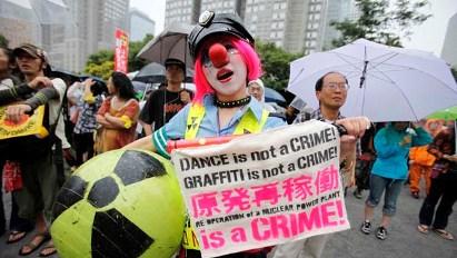 li-japan-nuclear-protest-620-rtr34frn.jpg