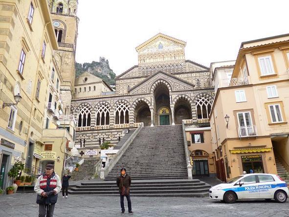 アマルフィ教会前