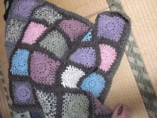玉編みモチーフ膝かけ