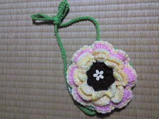 花モチーフのポーチ