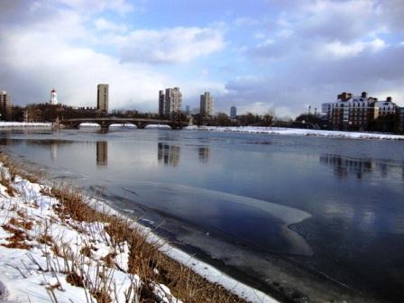 130102 assyuku frozen Charles River 1