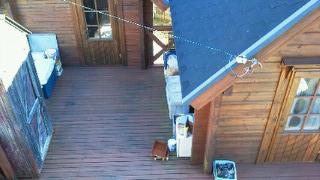 2階から見た2つの小屋