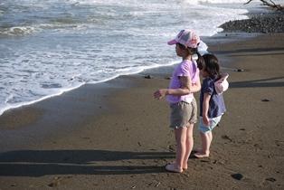 海 波を待つ二人part2-120505