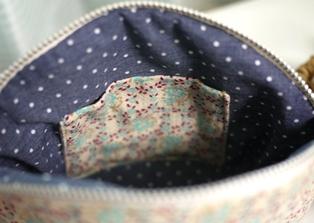 ポケット付きポーチ 水色花柄-内側121123