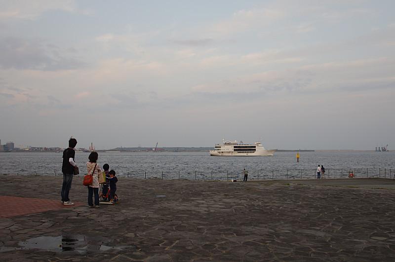 遊覧船が出航