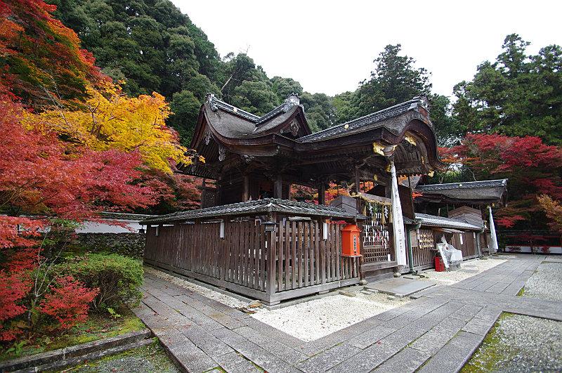 左が鍬山神社